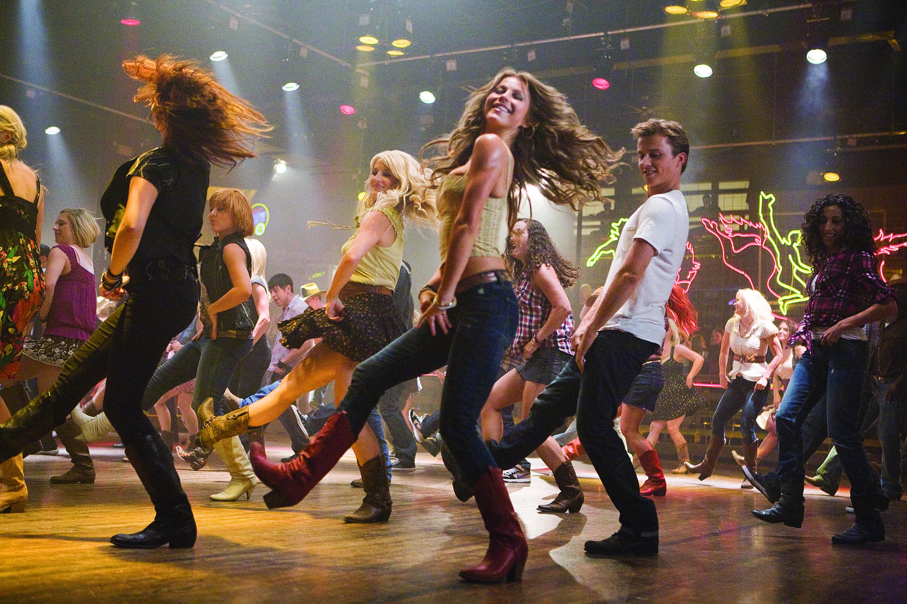 Смотреть групповые танцы 3 фотография